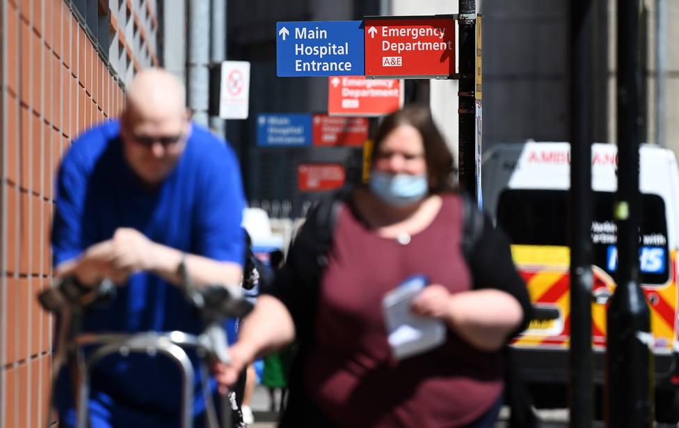 Reino Unido consolida su tendencia al alza de contagios de COVID-19 y notifica otros 48.000