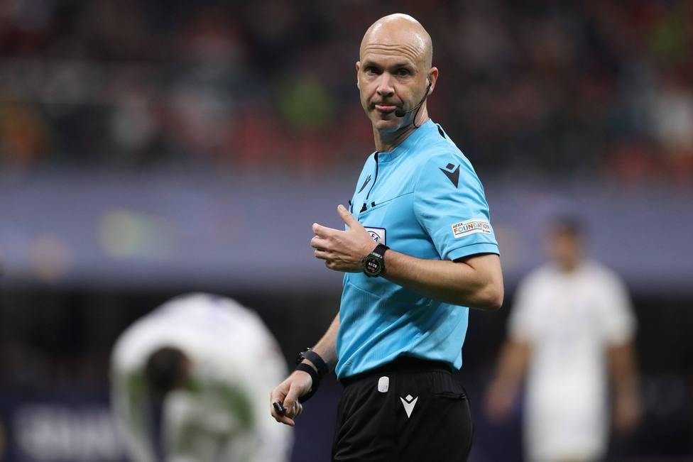 La UEFA respalda la decisión de Anthony Taylor en el polémico gol de Mbappé