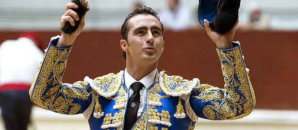 El Fandi, triunfador en Andújar tras indultar un toro de Manuel Blázquez