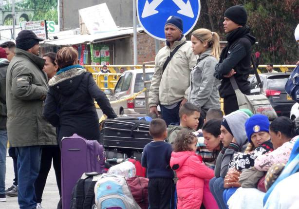Venezolanos varados en la frontera piden una ruta humanitaria hacia Perú