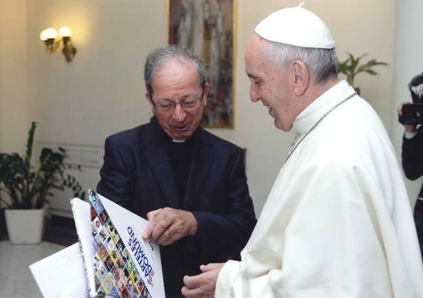El Papa Francisco recibe a Mons. Gil García. Foto OMP