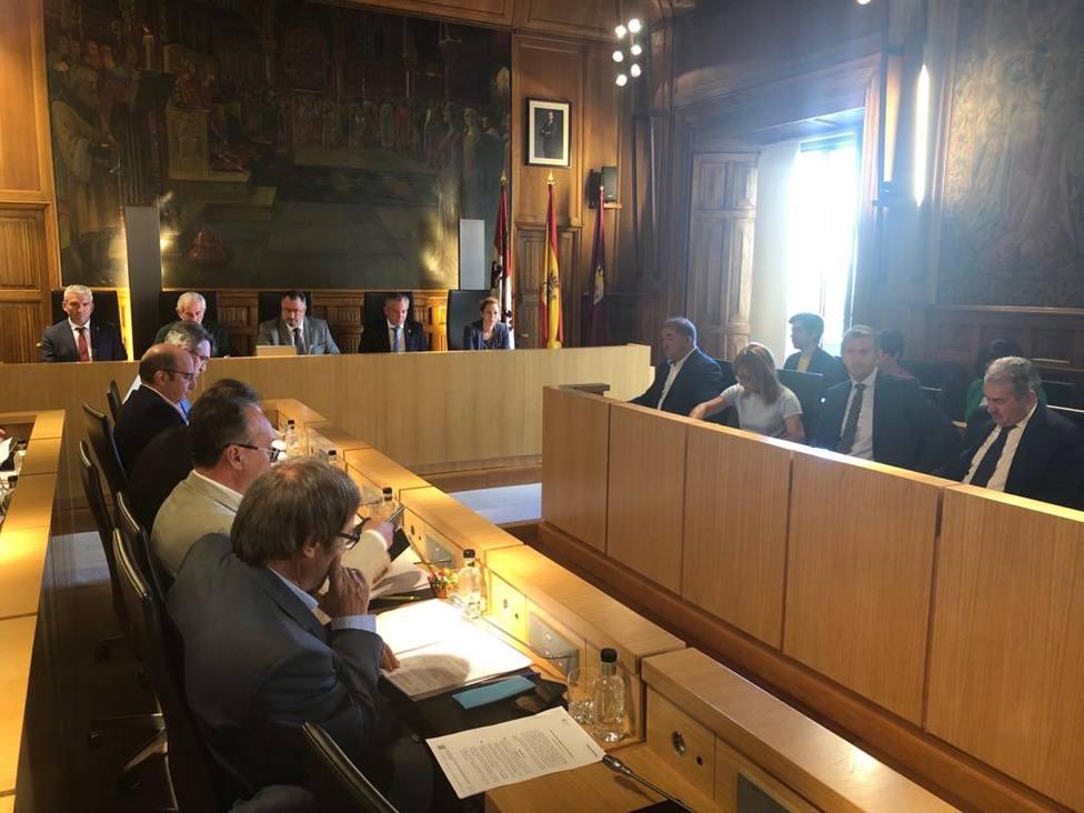 Pleno diputación de León.