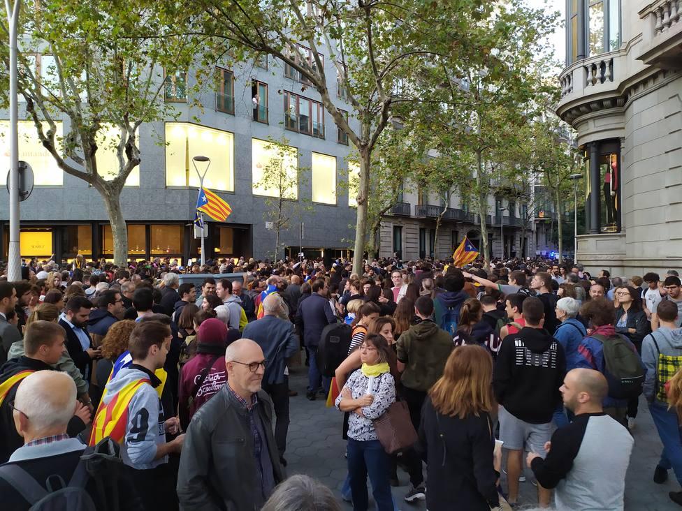 Miles de manifestantes se congregan en el centro de Barcelona en dirección a la Delegación del Gobierno