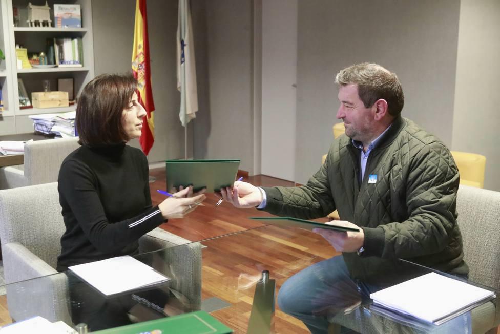 Ángeles Vázquez, conselleira de Medio Ambiente, Territorio y Vivienda con Manuel Meizoso, alcalde de A Capela