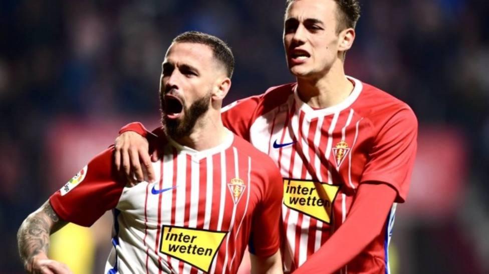 Álvaro Vázquez valora salir del Sporting