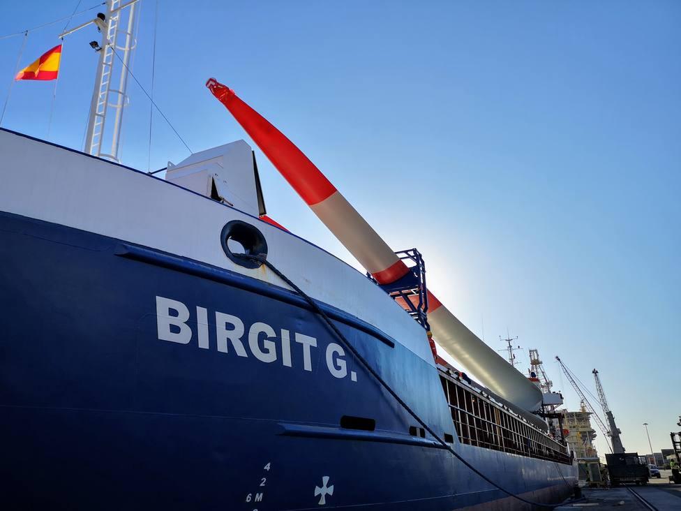 El Puerto de Almería realiza un tercer envío de palas para un parque eólico de Alemania