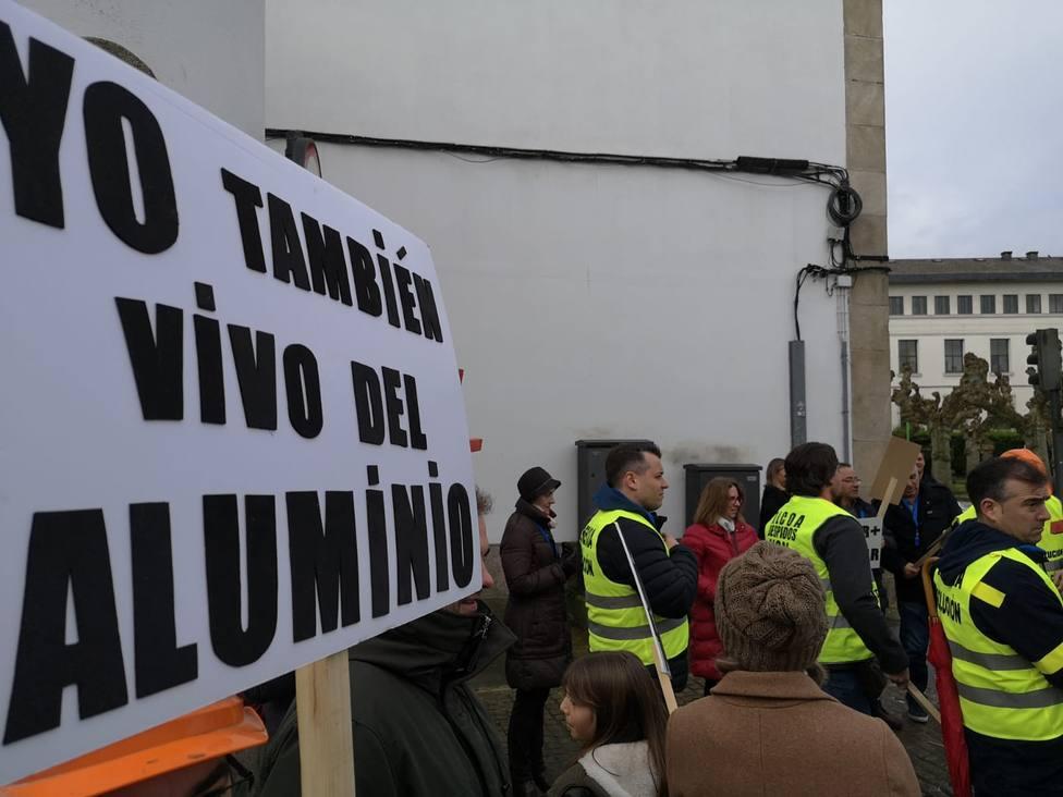 Trabajadores de Alcoa escenificarán ante el INEM lo que significaría la parada de la fábrica