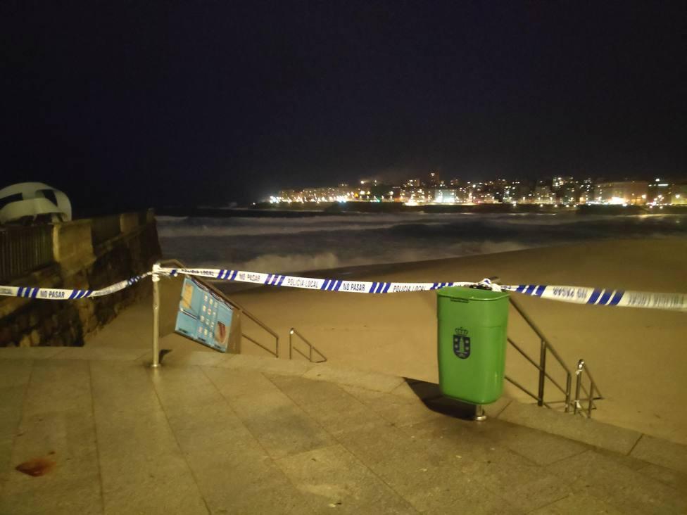 Alerta Roja Temporal playa acordonada mar