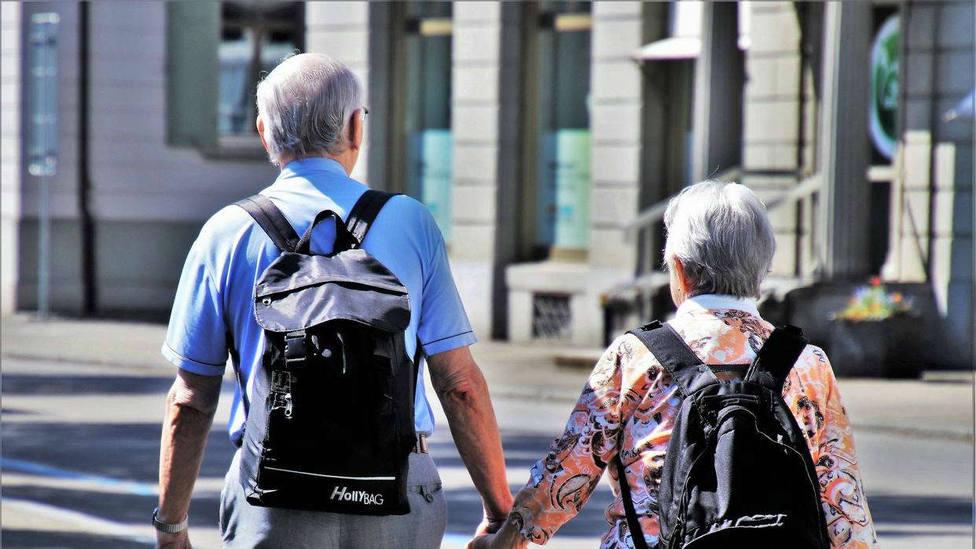 La mujeres viven seis años más que los hombres en Euskadi