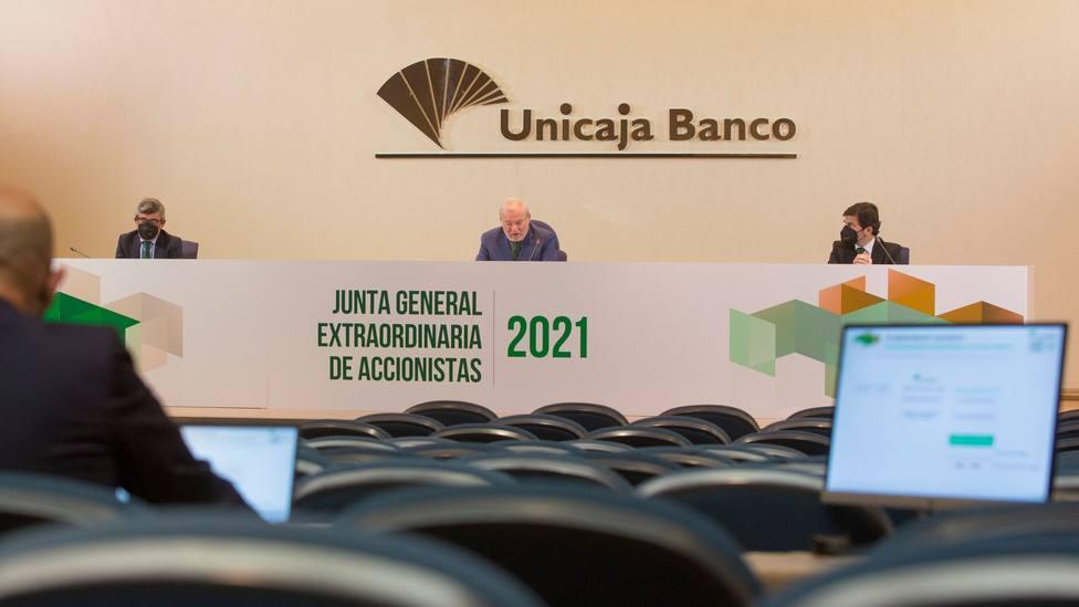 Las Juntas de Accionistas de Unicaja Banco y Liberbank aprueban la fusión de ambas entidades.