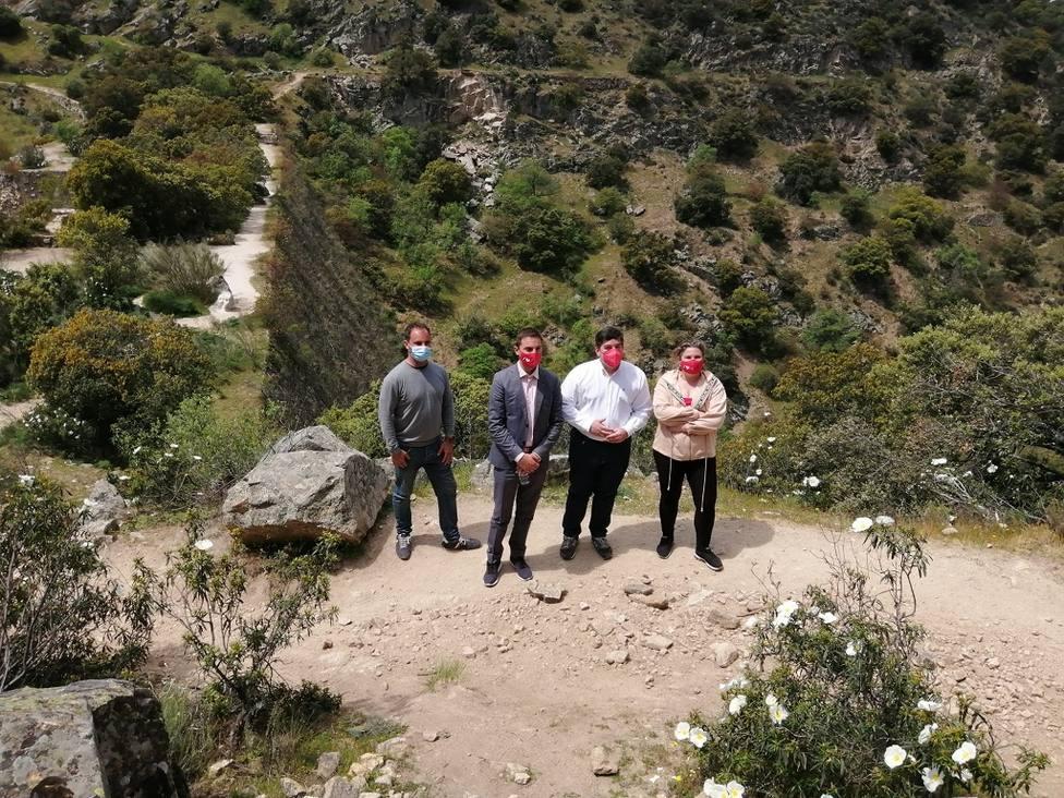 Rodrigo Bernal, Juan Lobato, Alberto Gómez y Noelia González en la Presa del Gasco/ Foto: PSOE Las Rozas