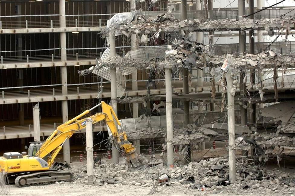 Estado en el que quedó el aparcamiento de la T4 de barajas tras el atentado