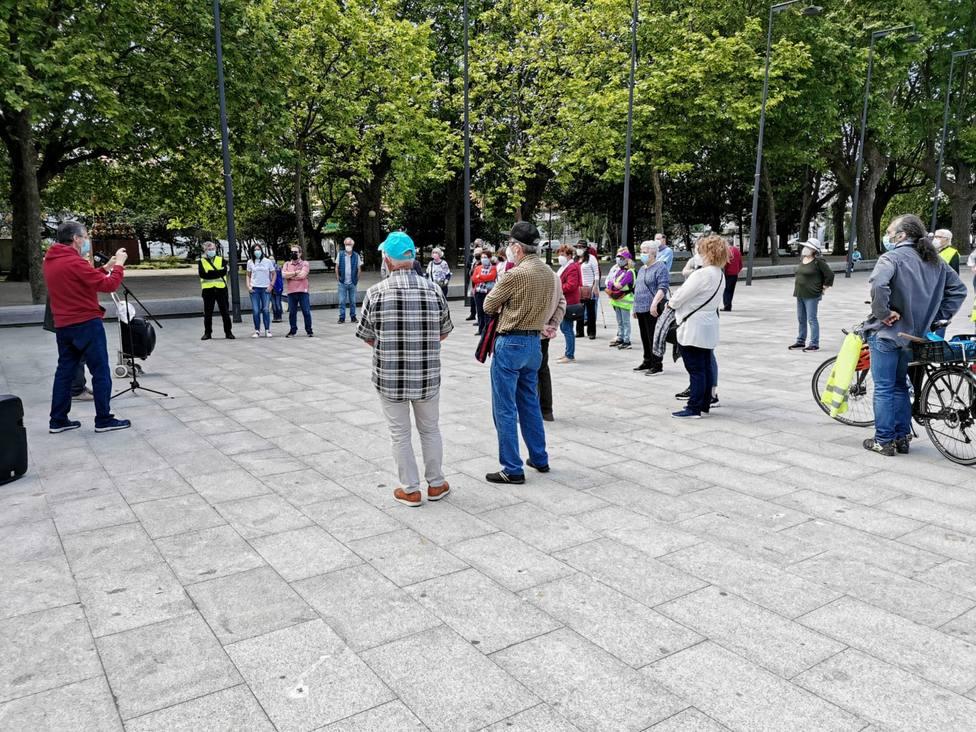 Los manifestantes se dieron cita al mediodía de este sábado en la zona del Cantón - FOTO: Cedida