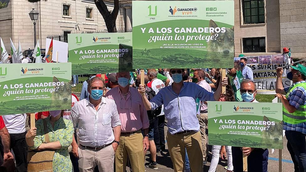 Los ganaderos Antonio Bañuelos y Ricardo del Río, en la movilización Ganadero Vivo
