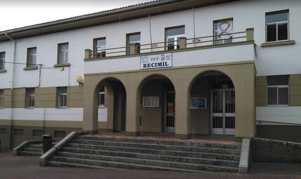 Fachada del CEIP Recimil en Ferrol