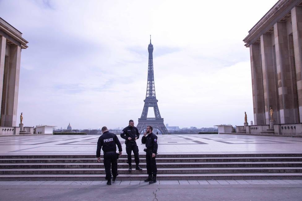 Gran despliegue policial en París por las protestas contra el certificado sanitario