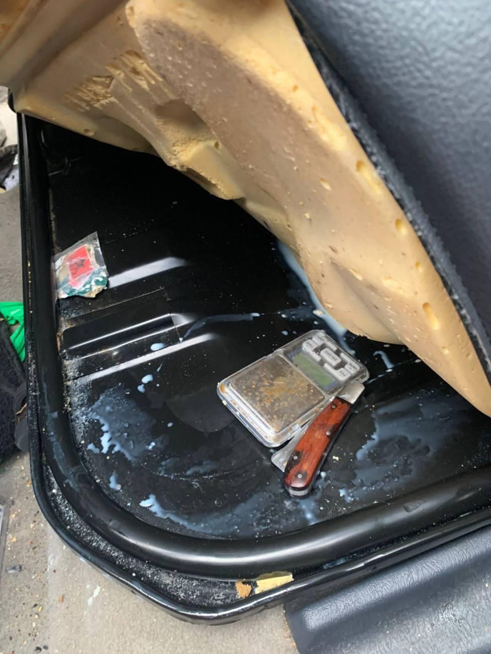La Guardia Civil intervino útiles para manipular la droga que estaban ocultos en el tapizado