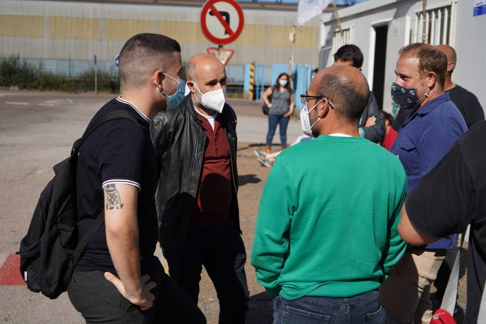 Néstor Rego habla con el comité de Alcoa