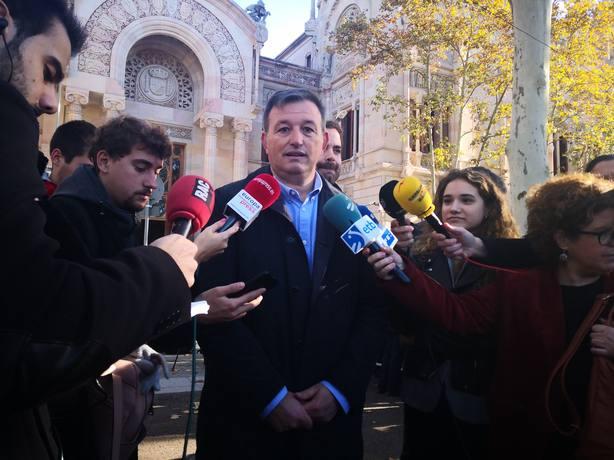 La AMI dice que Buch y Lloveras no cometieron ningún delito y pide archivar las causas contra alcaldes