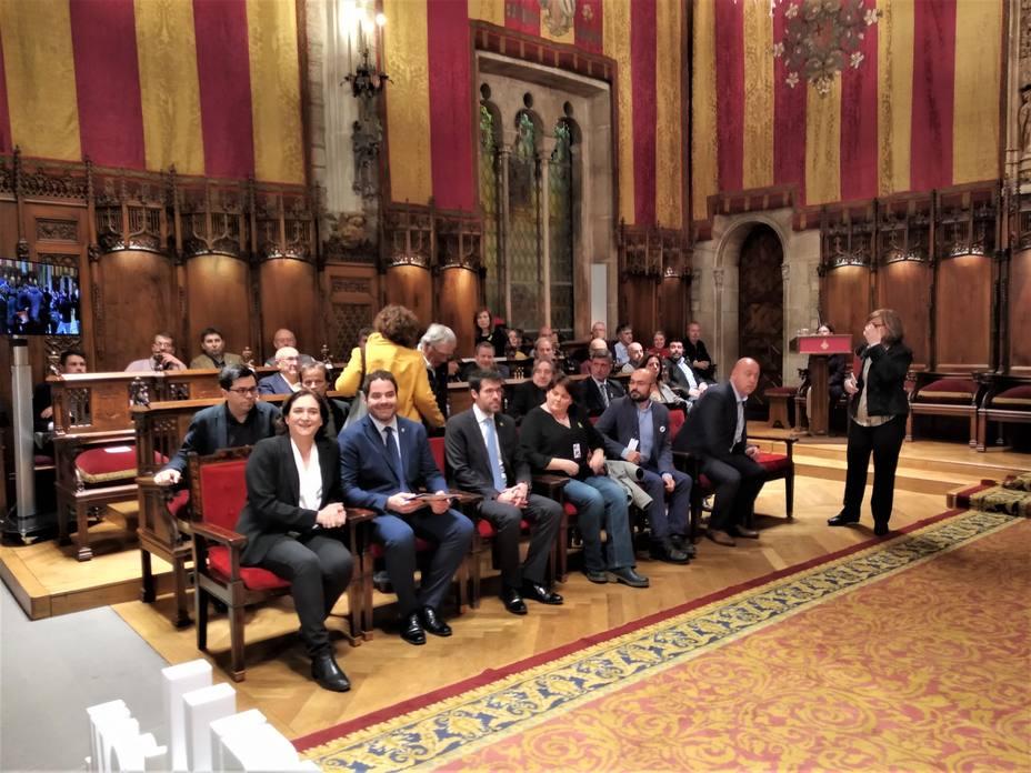 Unos 400 alcaldes catalanes piden un juicio imparcial y la libertad de los presos