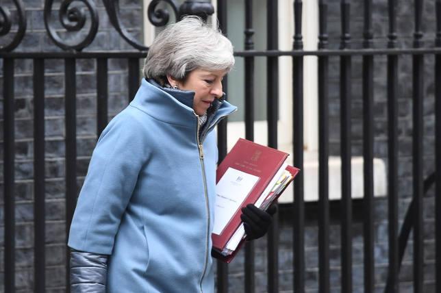 El primer ministro checo revela que llamó a May para convencerla de que convoque un segundo referéndum