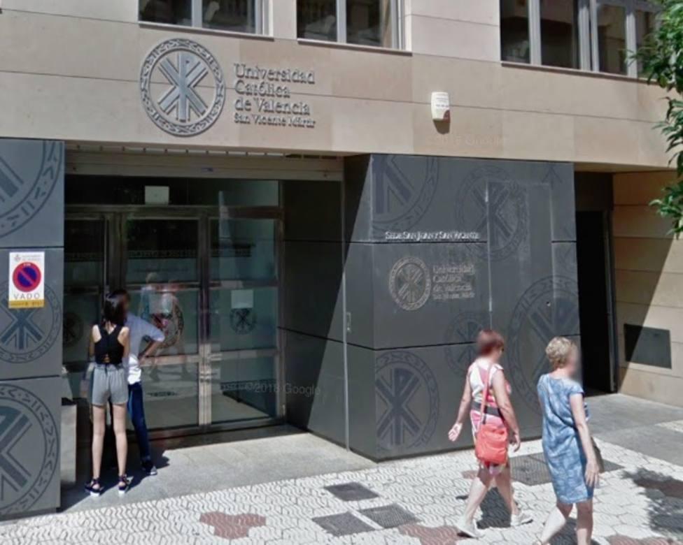 Un tribunal ordena que las becas para másteres no habilitantes en universidades privadas costeen la primera matrícula