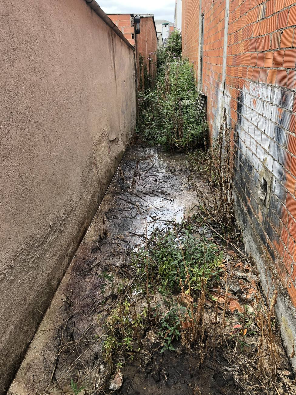 Filtraciones de aguas fecales en el polígono industrial de O Ceao