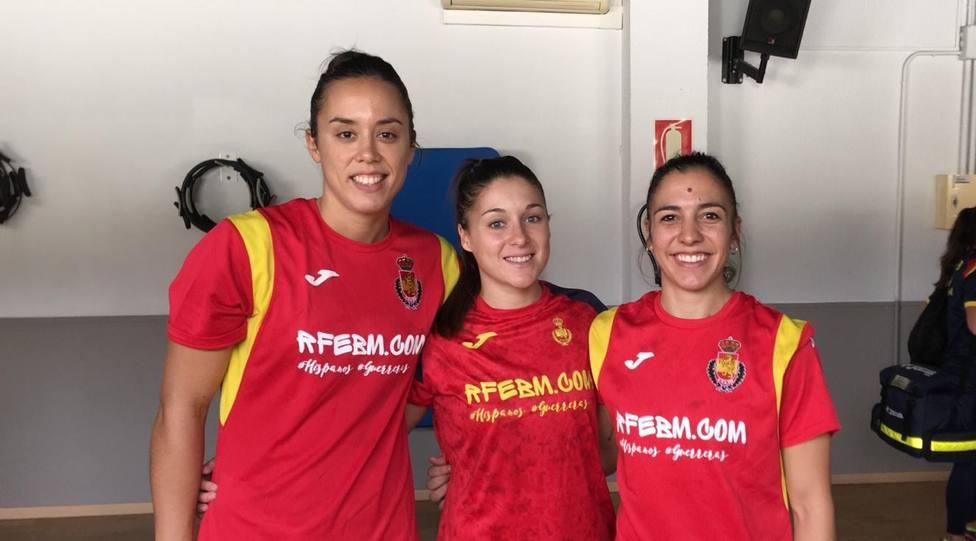 Sole López, Estela Doiro y Paula García con la selección absoluta