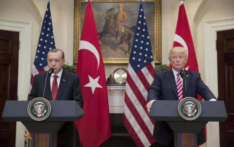 Trump dice que EE.UU. baraja mediar para buscar un acuerdo entre Turquía y los kurdos