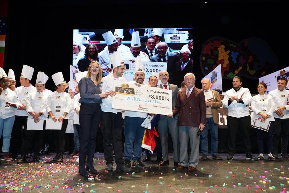 Antonio Arrabal recibe el Primer Premio en Concurso Internacional Cocinando con Trufa.