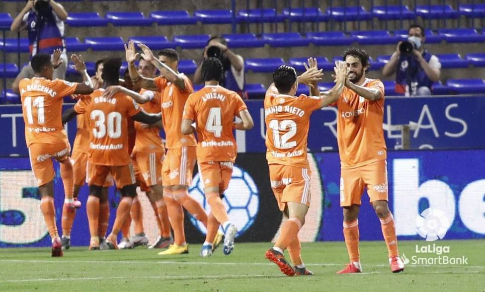 El Oviedo goleó al Zaragoza en la Romareda