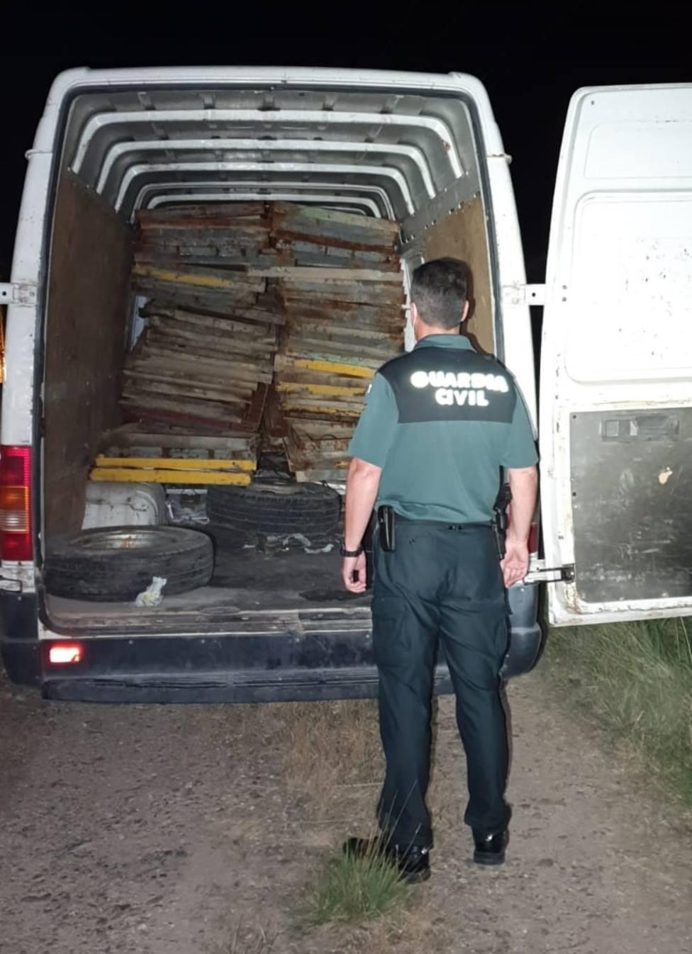 Dos jóvenes detenidos al ser sorprendidos cuando robaban en una empresa en Cortes