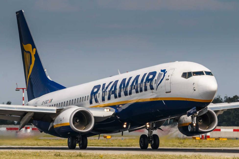 Ryanair se compromete a mantener el empleo de sus pilotos a cambio de una rebaja salarial del 20%