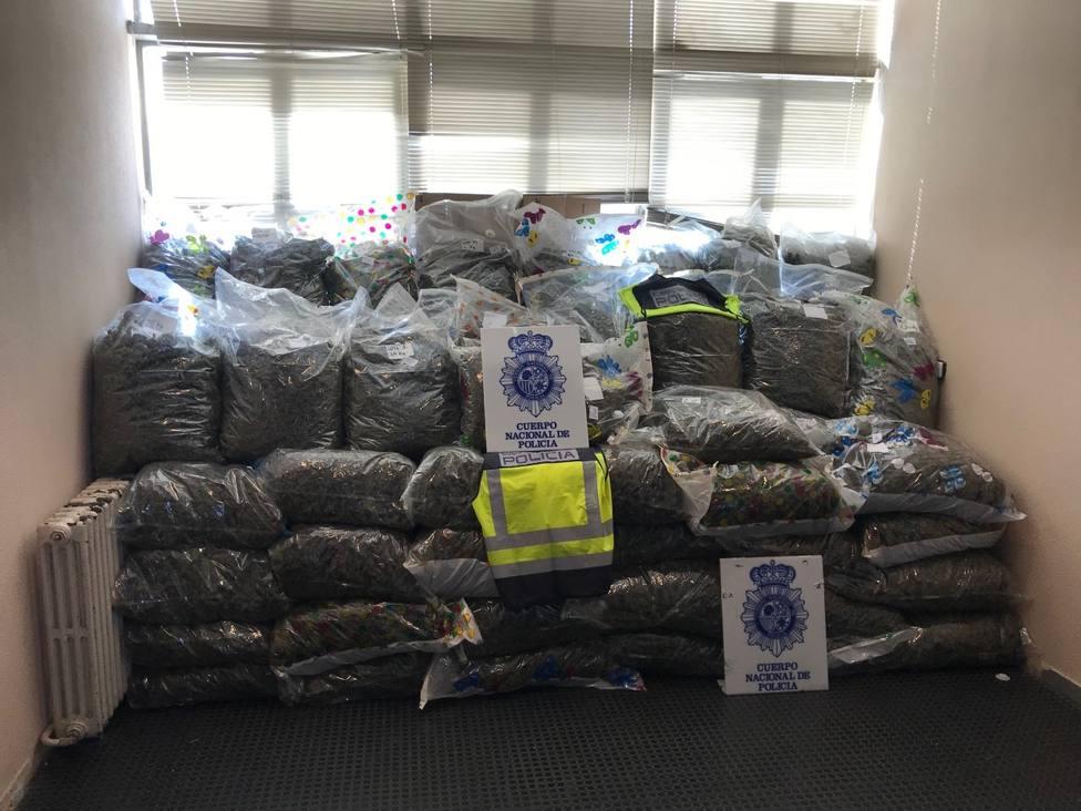 La Policía Nacional interviene 355 kilos de cogollos de marihuana gracias a una información de la National Cri