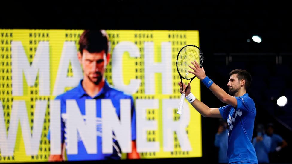 Djokovic arrolla a Schwartzman en su debut; Medvedev no da opción a Zverev
