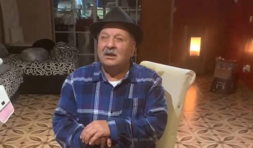 Caputara del vídeo de Manuel Salazar dirigiéndose al resto de gitanos
