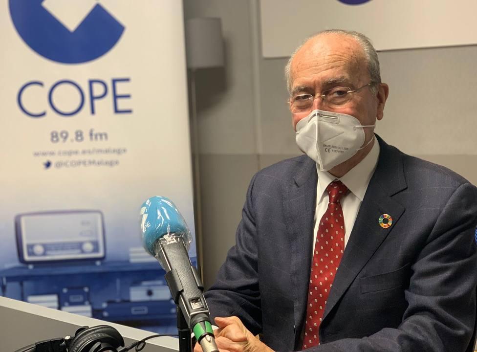 El alcalde de Málaga en cuarentena por un contacto por positivo COVID