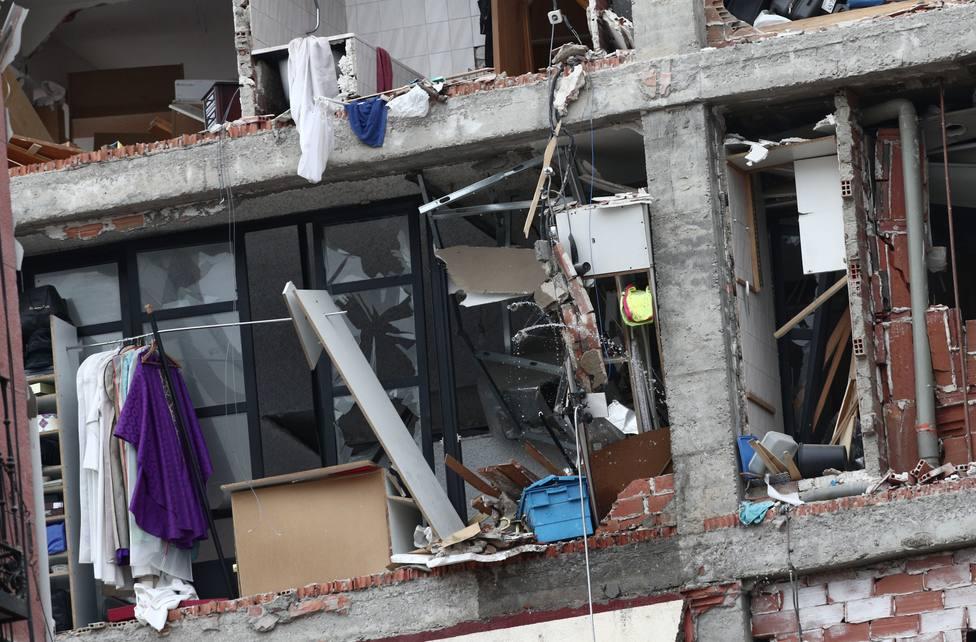 La demolición controlada de las plantas superiores del edificio siniestrado empezará mañana a primera hora