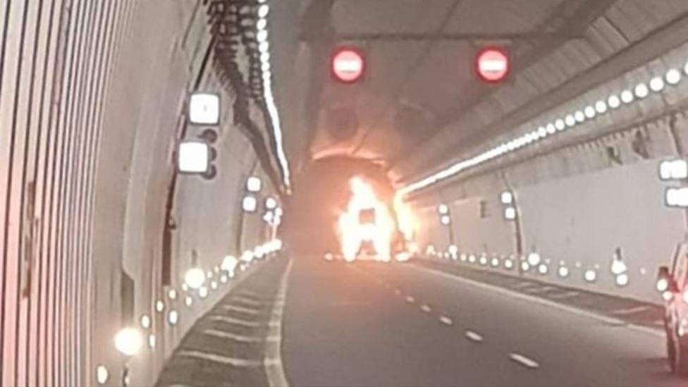 Incendio camión en túnel A-52