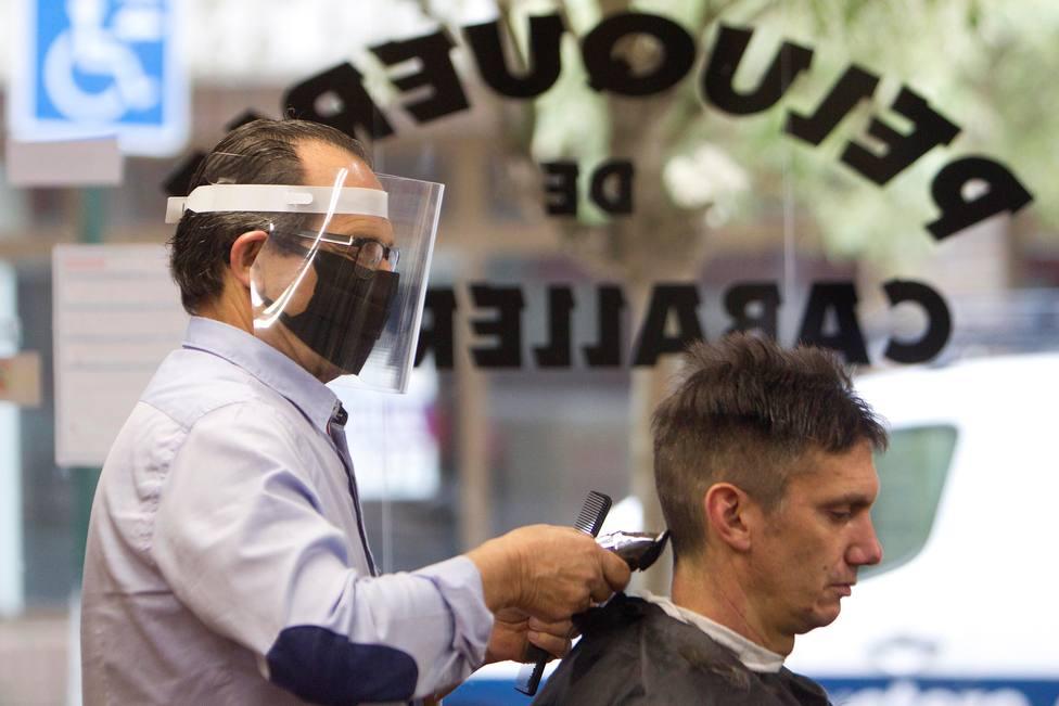 PSOE y Podemos no votan a favor de bajar al 10% el IVA a las peluquerías