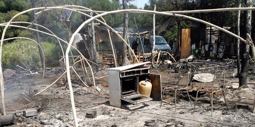 Huelva.- Sucesos.- Sofocado de madrugada un incendio en un asentamiento de chabolas en Lucena del Puerto