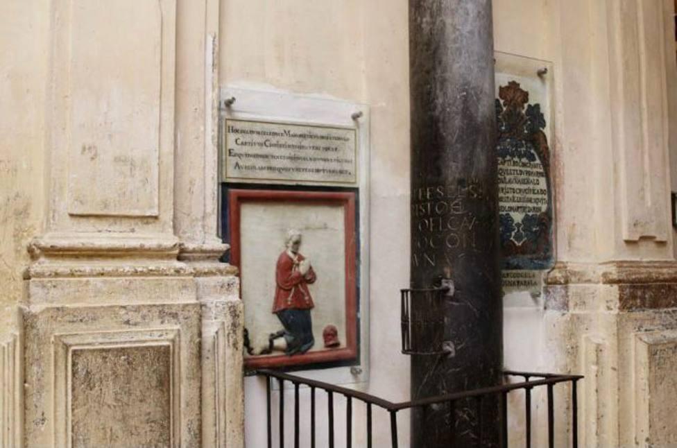 Conoce la columna del Cautivo, uno de los rincones más peculiares de la Mezquita-Catedral
