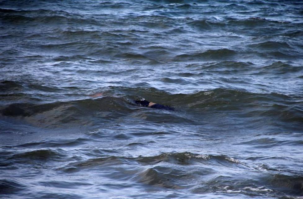 Hallan el cadáver de un joven inmigrante marroquí flotando en el mar