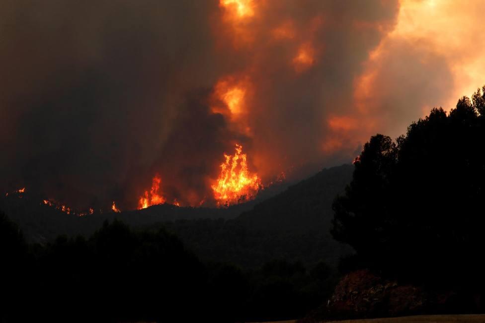 El Gobierno catalán asegura que no hay peligro para los vecinos confinados a causa del incendio