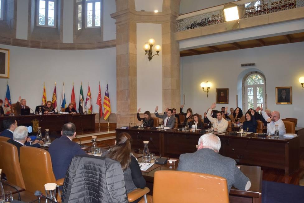 Votación en un pleno en la Diputación de Lugo