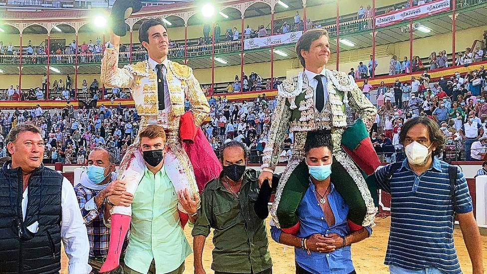Tomás Rufo y El Juli en su salida a hombros este sábado en Valladolid