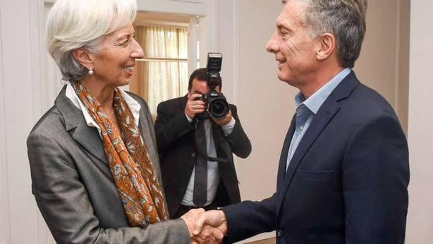 Argentina pide apoyo financiero al FMI para frenar la caída del peso