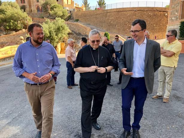 El convenio entre el Ayuntamiento y el Obispado permitirá renovar el entorno del Santuario de La Fuensanta
