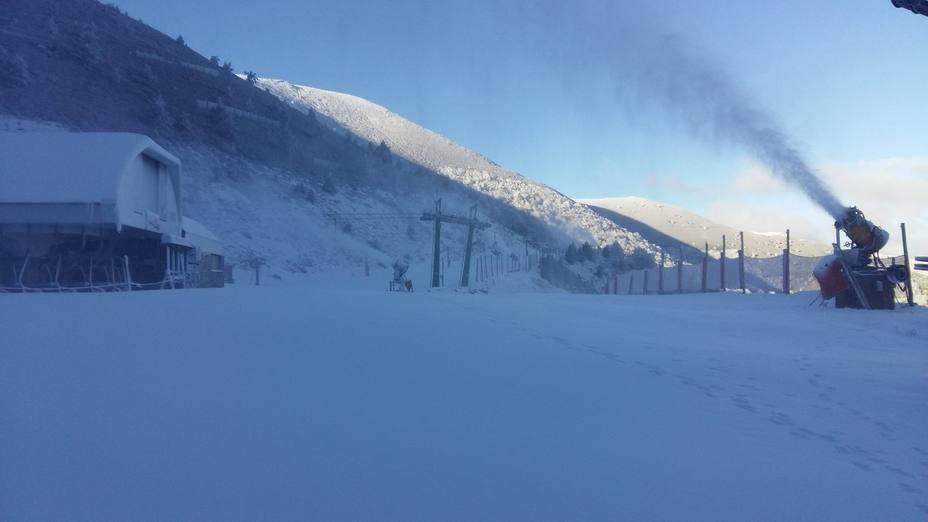 Valdezcaray continúa produciendo nieve artificial