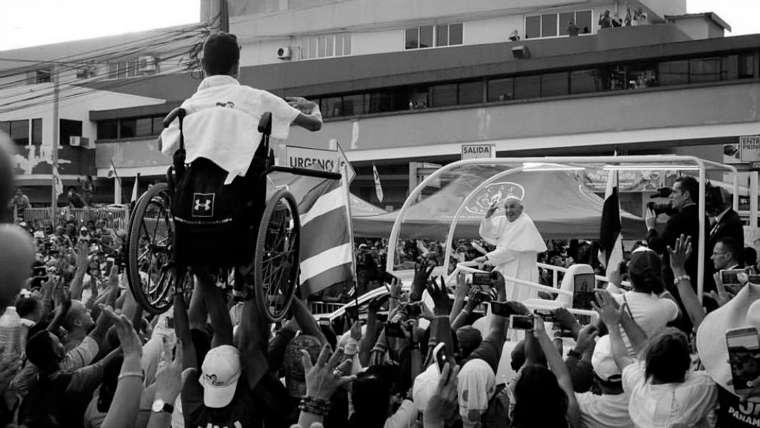 Resultado de imagen de papa francisco jmj silla ruedas